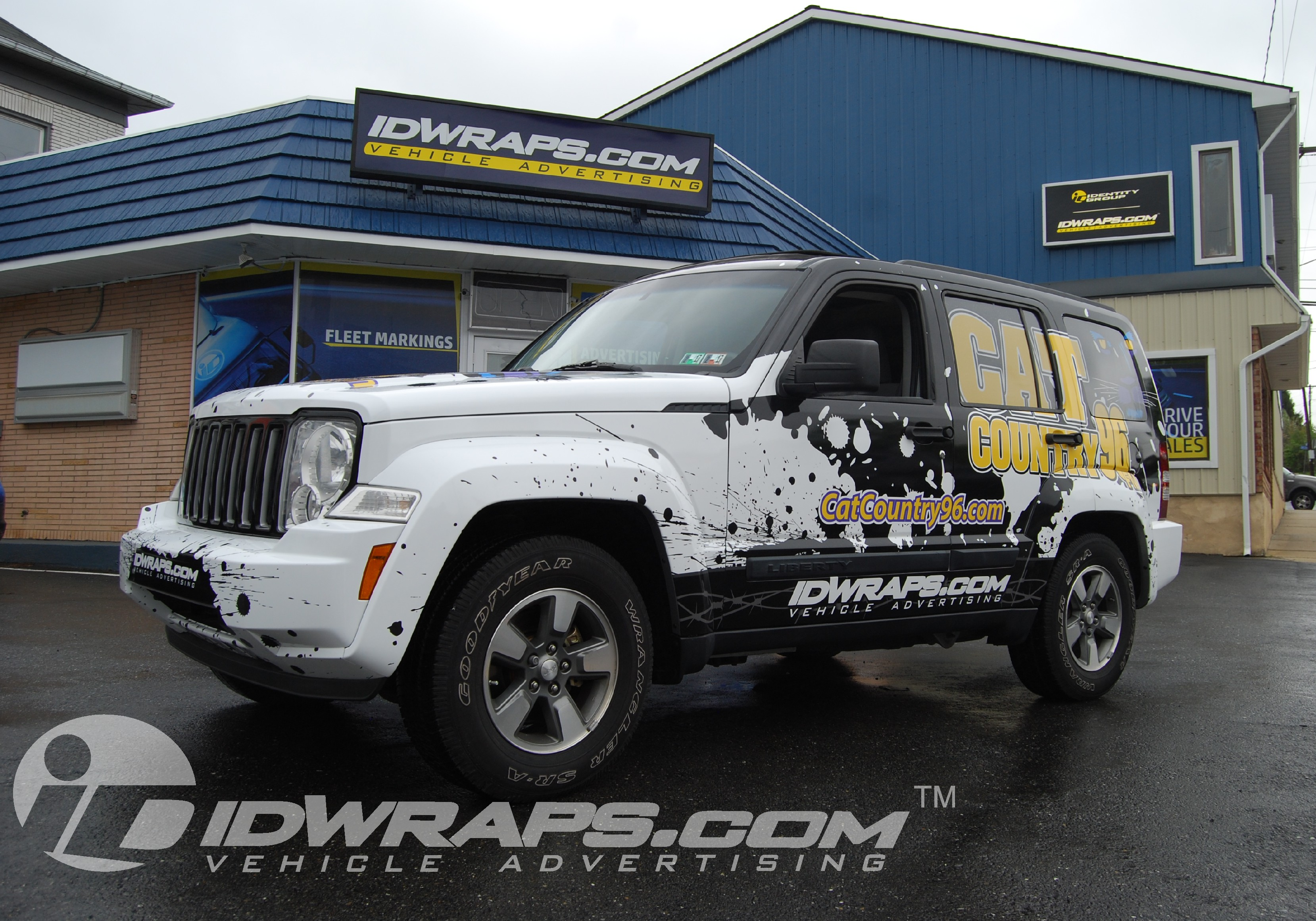 radio-station-wrap-cat-country-jeep-liberty-3m-vinyl-graphics
